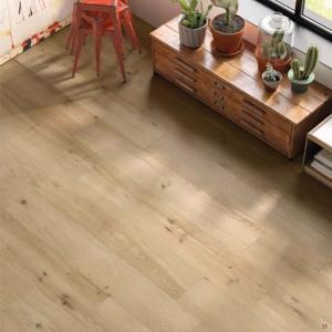 Foto 1. Mooi natuurlijk eiken kleur hout in 25x150 . Ook verkrijgbaar in 20x120 en 20x180.