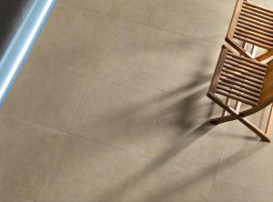 Foto 6. 60x60 vloertegels met minimale subtiele tekening in greige tint. Ook verkrijgbaar in vele andere maten en andere prachtige trendkleuren
