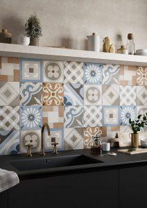 Foto 8. patchwork tegels met blauw en bruin tinten.