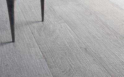 Foto 6. Verkoold hout in grijs, wit en zwart te verkrijgen