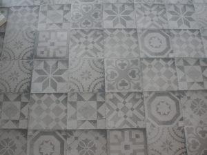 Foto 1. Rustige patchwork in grijs tinten met een iets wat versleten rand