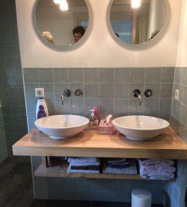 Foto 8. Sfeervolle badkamer met blauwe retro tegels 13x13
