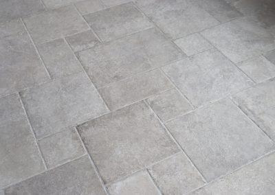 Foto 10. Mooie licht grijze kasteelvloer met verouderde randen