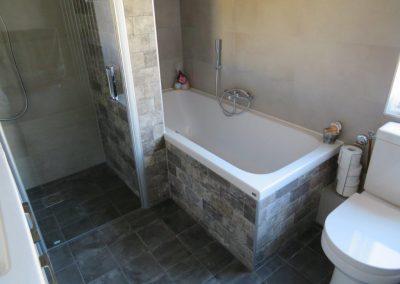 Badkamer met keramische bakstenen